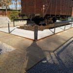 Barandilla construida en pletina y cable de acero.