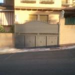 puerta corredera en chapa y lamas z
